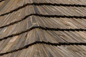 Cómo reemplazar teja de madera del techo con composite