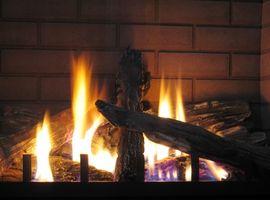 Comenzar un fuego en una chimenea de leña Insert