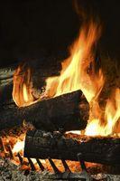 Cómo iniciar una chimenea de madera en una casa rodante