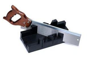 Cómo utilizar una caja de ingletes para cortar Recortar