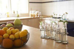 Cómo decorar una cocina con floreros y frascos