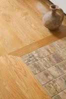 ¿Puedo instalar cerámica sobre pisos de madera o de madera contrachapada Suelo?