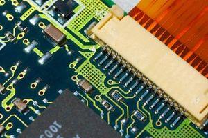 ¿Cuáles son dos aparatos que utilizan semiconductores?