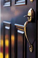 Cómo pintar una nueva puerta de madera