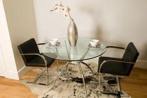 Cómo pintar una mesa de vidrio Comedor / Digfineart.com