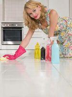 Cómo quitar el pegamento de suelo laminado