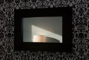 Cómo decorar una pared Negro con detalles en blanco