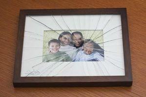 Cómo arreglar una grieta en el cristal en un marco de foto