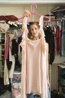 ¿Qué puedo poner en mi armario para mantener las polillas de comer mi ropa?