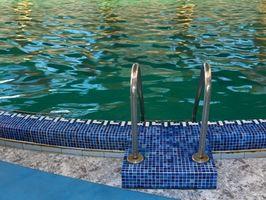 Cómo obtener verde claro del agua turbia piscina