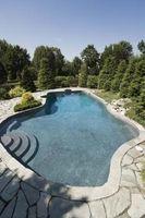Cómo quitar un Vinilo piscina Liner en el labio superior de una piscina