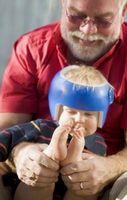 Cómo decorar un casco de bebé
